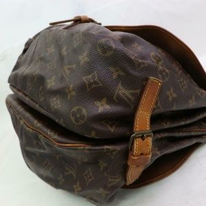 Louis Vuitton Bags - Auth Louis Vuitton Saumur 35 Crossbody #1401L20
